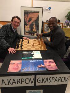 Toussaint AKPWEH et Christophe LEROY jouant une partie sur la partie de Kasparov et de Karpov !